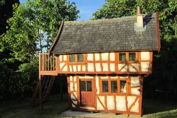005 Chloe's Birthday Surprise - a Tudor Themed Wendy House (Playhouse)