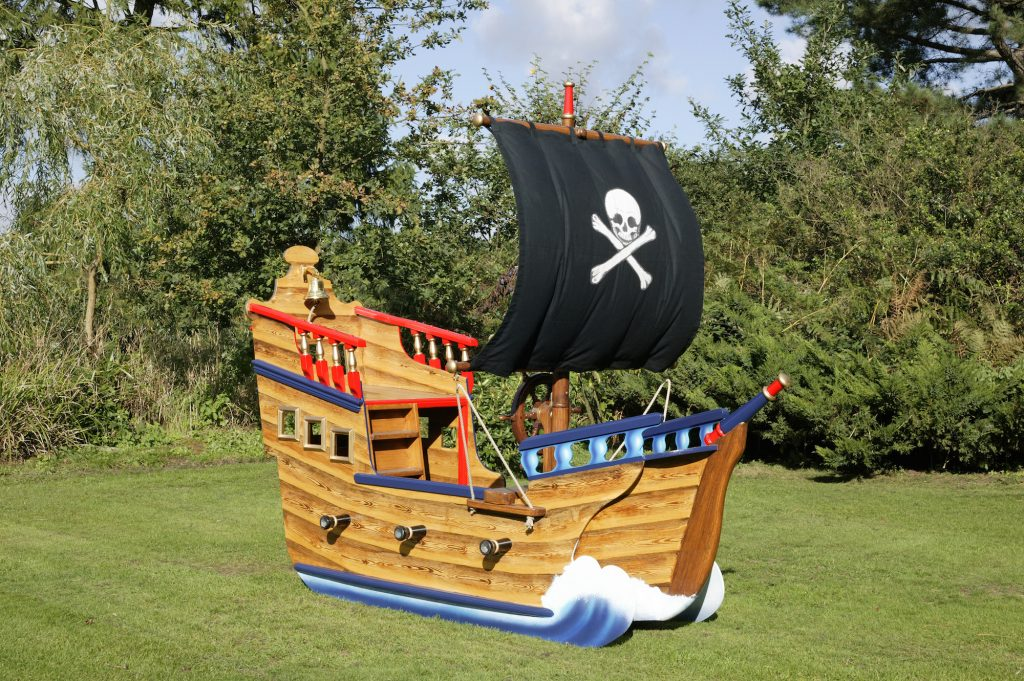 Black sail Jolly Roger (Miniature wooden pirate ship)