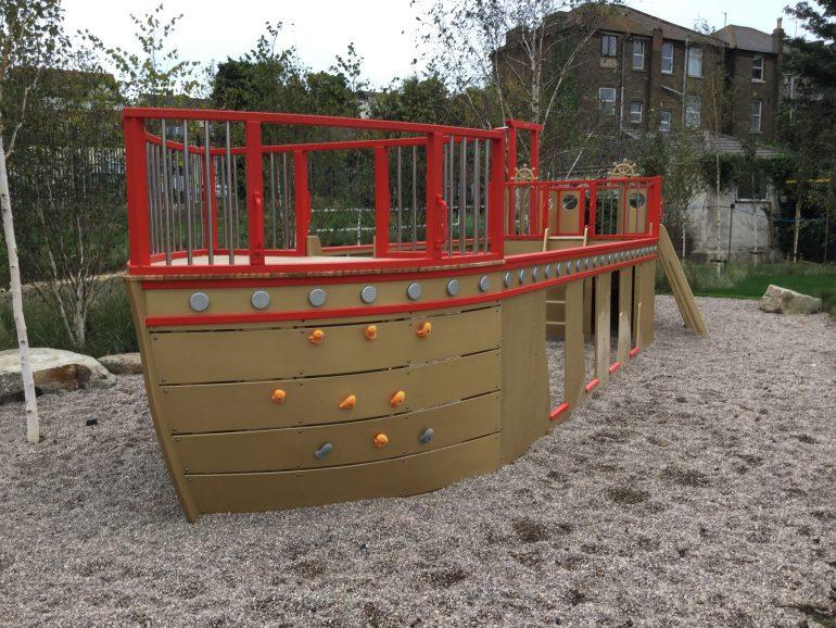 Bow Port Dreamland Play Pirate Ship