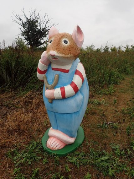 Brambly Hedge Nature Trail Wooden Carvings And Sculptures At Abberton Reservoir By Flights Of Fantasy Wilfred Toadflax