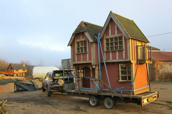 Little Lodge Wendy House Move in Yard