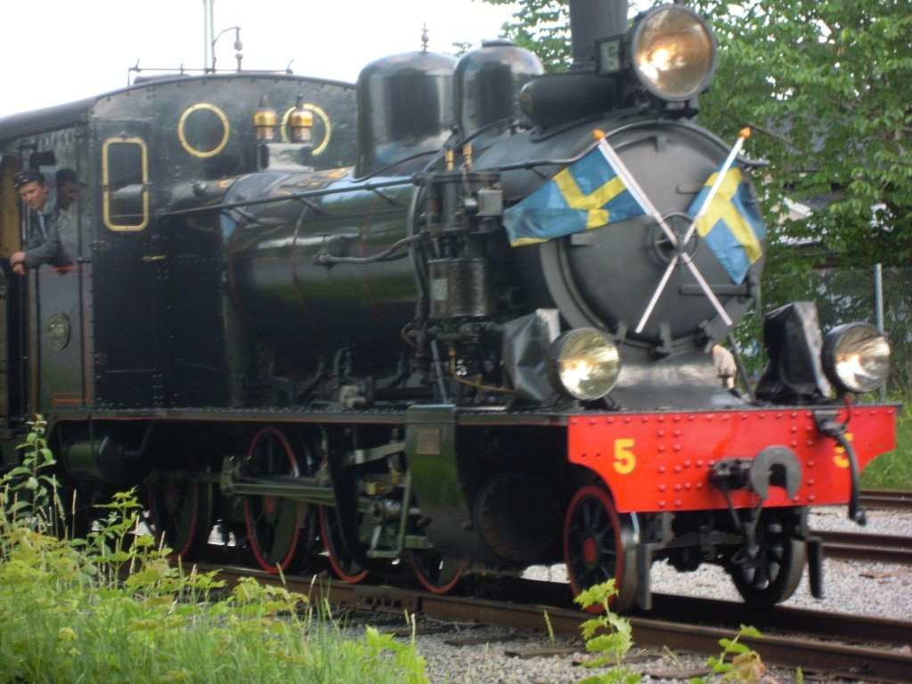 original-train-blj4-langshytten-swedish-replica-outdoor-play-train