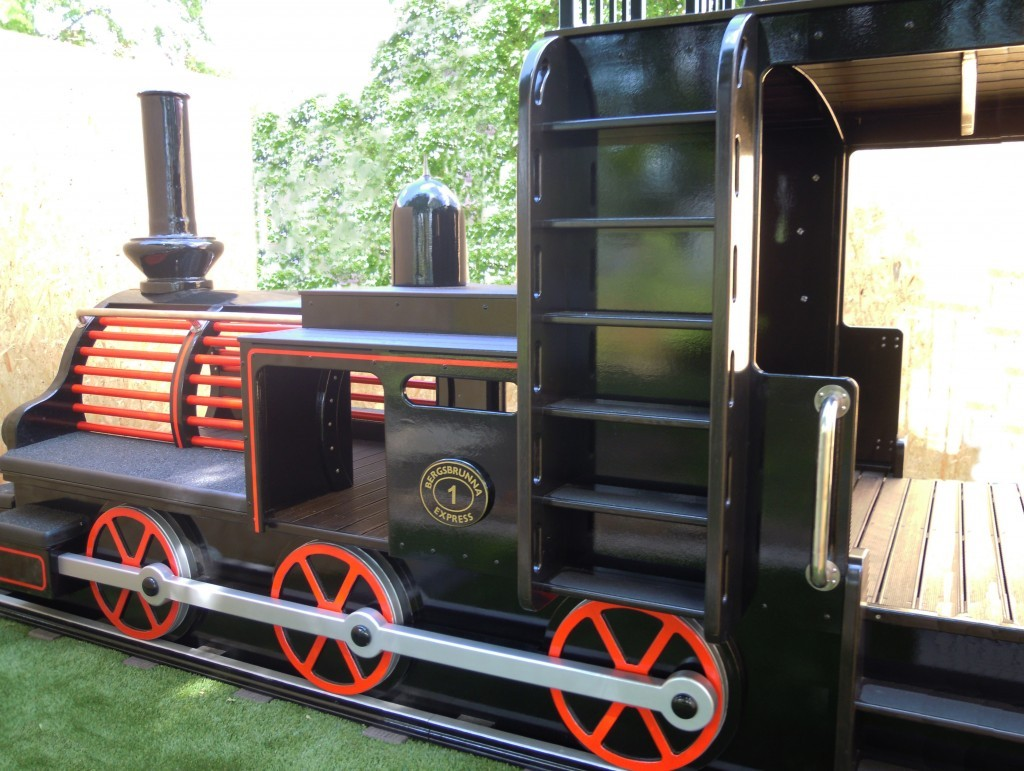 side-view-blj4-langshytten-swedish-replica-outdoor-play-train