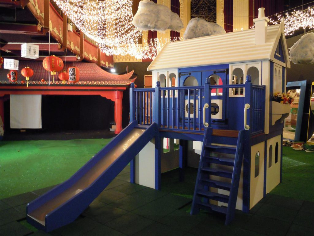 Slide and Ladder Zoopla Fantasy Castle Playhouse Indoor Play Area Exhibition Stand