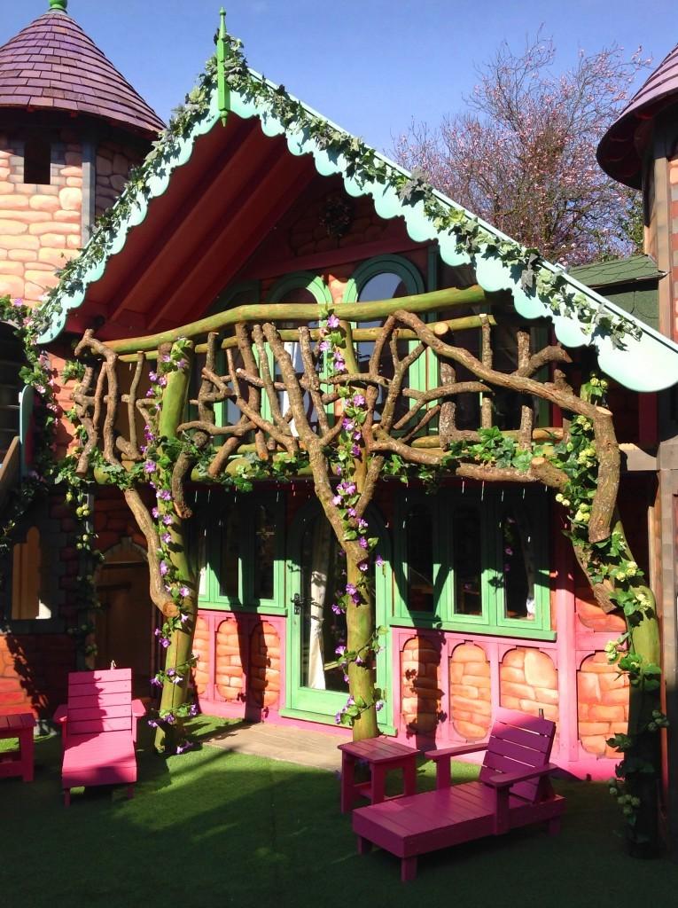 Veranda Balcony - Rapunzel's Dreamhouse Floral Fantasy - Magical Fantasy Themed Children's Playhouse Wendy House04
